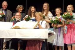Eva John über gibt Ehrenbürgerwürde an Jean-Claude Mahe