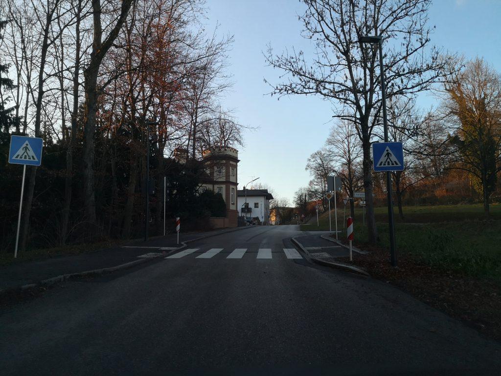 Zebrastreifen an der Andechser Straße in Söcking